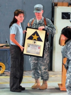 sarah-palin-was-presented-an-alaskan-flag-at-camp-bondsteel